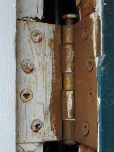 Rusty hinges
